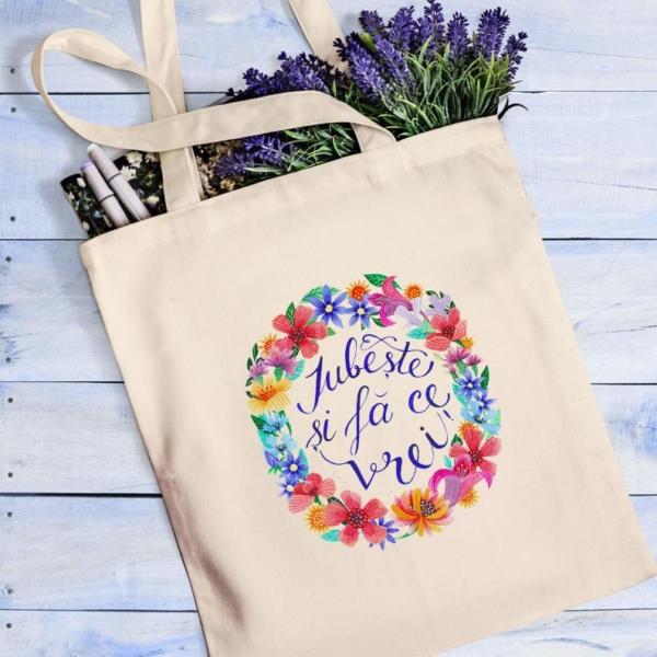 sacosa cu flori si cu mesaj