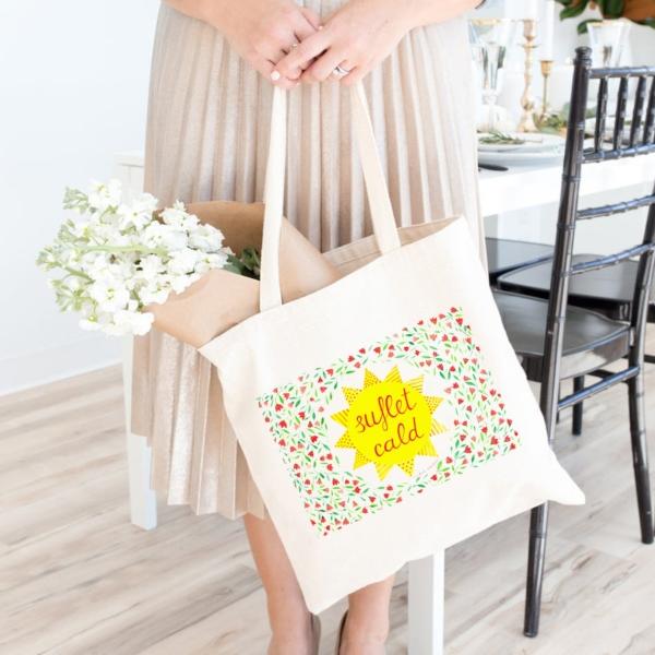 sacosa cu flori si mesaj